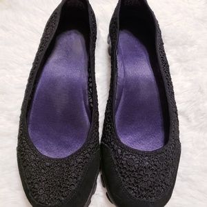 Size 9 sketcher shoes!